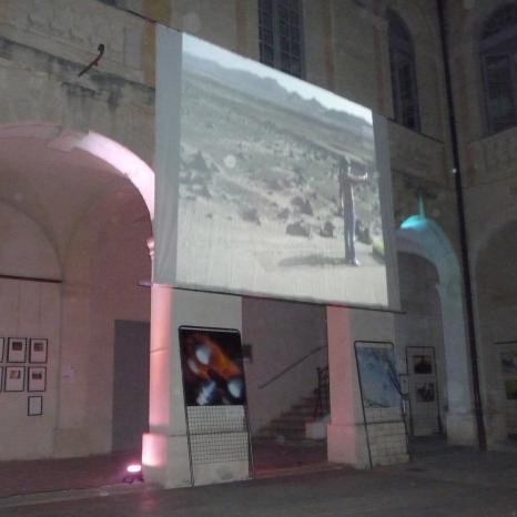Projection nocturne d'Alastair Magnaldo