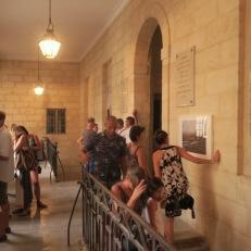 au 1er étage de l'Hôtel de Ville, espace central du festival