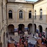 """La série """"The Others"""" exposée dans la cour de la mairie, espace central du festival"""